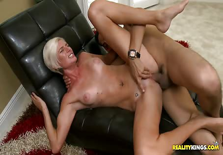 Skinny Blonde Girl Fucked In Pussy